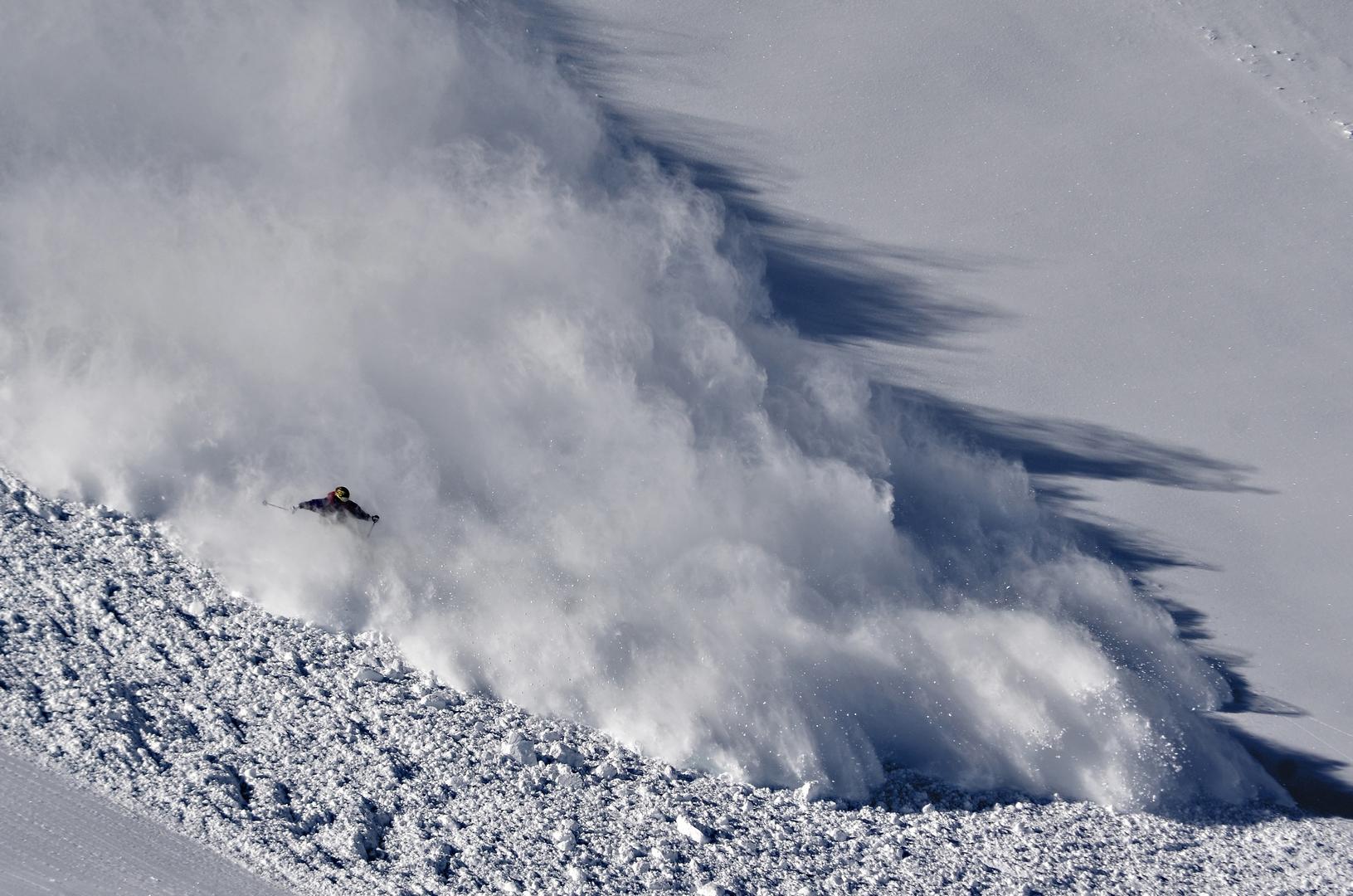 Осторожно!  Сход лавины
