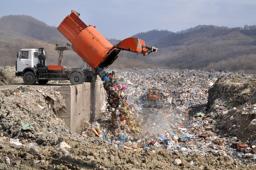 Под лежачий мусор вода не течет