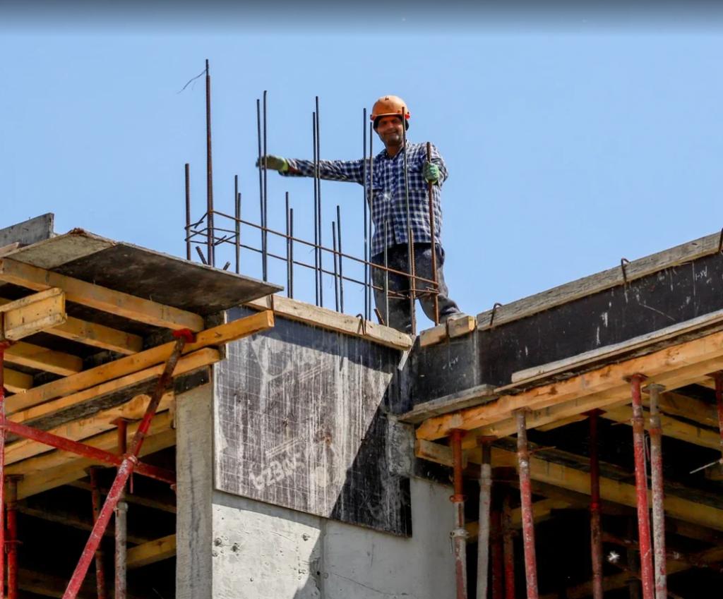 Быть строителем –  значит быть творцом